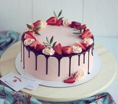 Dose today's recommendation give you some inspiration? Desserts always bring people a good mood. Take advantage of the summer afternoon, invite family and friends to enjoy Strawberry Cake! Beautiful Birthday Cakes, Beautiful Cakes, Amazing Cakes, Beautiful Desserts, Cake Recipes, Dessert Recipes, Chocolate Cake Recipe Easy, Strawberry Cakes, Strawberry Cake Decorations