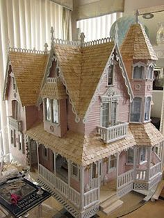 Gorgeous Victorian dollhouse
