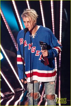 Justin Bieber Takes Home Three Awards at iHeartRadio Music Awards 2016: Photo #951340. Justin Bieber shows his support for Rangers hockey as he holds up his awards backstage at the 2016 iHeartRadio Music Awards held at The Forum on Sunday (April 3)…