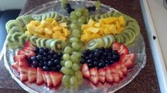 Fruit Butterfly! In case I haven't said it enough, non-candy snacks for class parties are my FAVE!