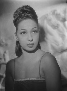 Josephine Baker (June 1906 – April was an American-born French… Josephine Baker, Divas, Missouri, Afro, Vintage Black Glamour, Vintage Soul, Vintage Glam, Portraits, Foto Art