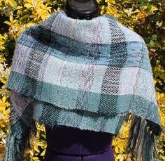 Étole en laine, écharpe tissée main tons dégradés bleu vert blanc https://www.alittlemarket.com/boutique/chaliere-2339933.html