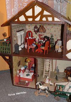 antikes Puppenhaus