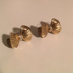 Lilly Pulitzer gold bow earrings Excellent condition Lilly Pulitzer gold bow earrings only worn twice! My ears are too small for them :( pic above shows size compared to my finger. They have crystals down the middle of each bow. Does not come with original box. Not sure where it is. No trades please! Lilly Pulitzer Jewelry Earrings