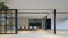 Indoor / outdoor dining at a Toorak Residence by B.E Architecture