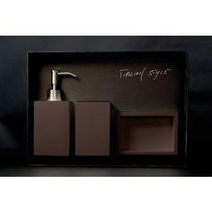 NAVY Set MokaNAVY Set composto da dispenser, bicchiere e vaschetta portasapone in VetroFreddo®, colore moka. Il set è venduto in una confezione regalo.
