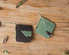 Macrame Earrings, Macrame Jewelry, Macrame Bracelets, Micro Macramé, Macrame Patterns, Jewelry Patterns, Diy Jewelry Inspiration, Summer Bracelets, Textile Jewelry