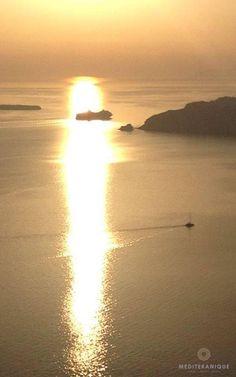 Sunset in Santorini, Greece. For luxury hotels in Santorini visit http://www.mediteranique.com/hotels-greece/santorini/