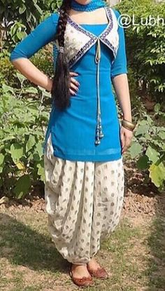patiala salwar kurti design for girls If there's one style which is constantly linked to Indian Fashion, it is the Patiala suit. Patiala Suit Designs, Kurti Designs Party Wear, Kurta Designs Women, Kurti Neck Designs, Dress Neck Designs, Salwar Designs, Blouse Designs, Kurti Sleeves Design, Sleeves Designs For Dresses