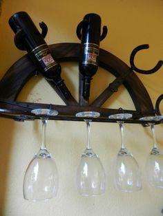 herraduras decoradas manualidades -                                                                                                                                                                                 Más Horseshoe Projects, Horseshoe Crafts, Horseshoe Art, Welding Projects, Woodworking Projects, Cowboy Crafts, Alcohol Dispenser, Wine Rack Wall, Metal Crafts