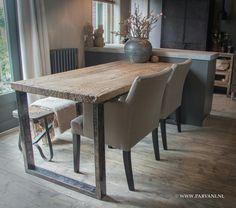 keuken eettafel grof hout metalen onderstel stoelen van dmf interior alles van www.parvani.nl