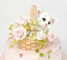 EDITOR'S CHOICE (01/27/2015) Kitten in the basket by Olga Danilova View details here: http://cakesdecor.com/cakes/178106-kitten-in-the-basket