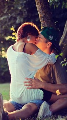 Couple Kiss Sunray 4K Ultra HD Mobile Wallpaper
