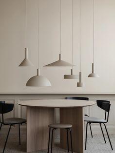 Kreiere einen modernen Look und kombiniere dieses Modell mit einer beliebigen Pendelleuchte der COLLECT Lighting Serie. Interior Design Minimalist, Casa Clean, Interior Minimalista, Burke Decor, Küchen Design, Design Ideas, Design Elements, Lamp Shades, Home Interior