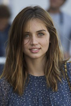 More Pics of Ana de Armas Loose Blouse (7 of 18) - Ana de Armas Lookbook - StyleBistro