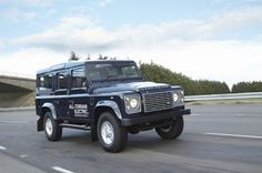Land Rover Electric Defender Through Terrain with Battery Power - The previously known not necessarily for their environmentally friendly all-wheel Legend Land Rover Defender is now at least in a limited edition still to Mr. Clean.