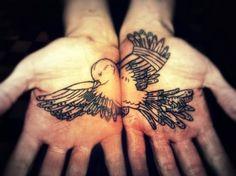 Pajaro entre manos - Tattoos and Tattoo Designs Palm Tattoos, Love Tattoos, Beautiful Tattoos, New Tattoos, Body Art Tattoos, Tribal Tattoos, Tatoos, Bird Tattoos, Crazy Tattoos