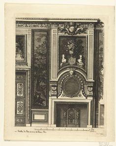 Daniël Marot (I) | Onderboezem voor een wand, Daniël Marot (I), 1673 - in or before 1703 | Links is een halve deur zichtbaar met een bovendeurspaneel. Tussen de schoorsteenboezem en de gebogen kroonlijst hangt een spiegel, daarboven staat een vaas met bloemen. Helemaal bovenaan is het bekroonde monogram WR (William Rex) zichtbaar. Uit serie van 6 bladen.