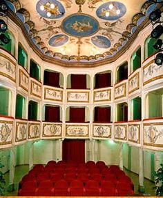 Montecastello di Vibio (PG). Il Teatro della Concordia è il teatro più piccolo del mondo