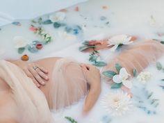 How to create surreal milk bath photography Milk bath photography portraits how-to Maternity Portraits, Maternity Session, Maternity Pictures, Pregnancy Photos, Baby Photos, Milk Bath Photography, Maternity Photography, Portrait Photography, Bebe