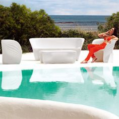 Vondom: the best in outdoor chairs, sunbeds and daybeds: Biophilia sofa, Ross Lovegrove, 2013 Contemporary Outdoor Furniture, Outdoor Garden Furniture, Outdoor Chairs, Outdoor Decor, Outdoor Areas, Outdoor Entertaining, Decoration, Love Seat, Modern Design