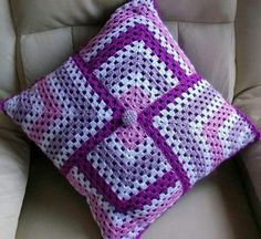 (notitle) The post appeared first on Berable. Crochet Cushion Pattern, Crochet Cushion Cover, Crochet Cushions, Crochet Blanket Patterns, Crochet Stitches, Knitting Patterns, Point Granny Au Crochet, Crochet Squares, Filet Crochet