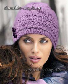 Женская вязаная шапка спицами.
