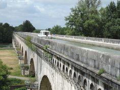 Le Pont-canal à Agen au dessus de Garonne...