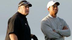 """Auch US-Comedian Kevin James (Handicap 17,9) durfte schon eine Runde mit Tiger Woods (re.) spielen. Der """"Kaufhaus-Cop"""" und der Golf-Star besprechen im Januar 2006 die Lage auf dem Platz in San Diego."""