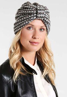 344 fantastiche immagini su cappelli di lana nel 2019  85bdd2eb8c92