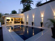 edicula iluminada com piscina