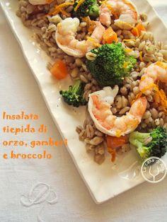 Insalata tiepida di orzo con gamberi, broccoli e vinaigrette all'arancia