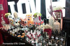 Una de las tendencias más deliciosas que ha imperado en las bodas de este año es la de incorporar mesas dulces y saladas. Las mesas son un complemento del banquete, es decir, además de los platos que sirvas, les ofreces a tus invitados la opción de tomar libremente algún bocadillodulce o salado que además se…
