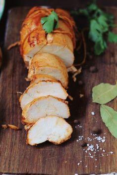 Pastrama de pui Charcuterie, Romanian Food, Romanian Recipes, Christmas Cooking, Smoking Meat, Menu Restaurant, Hamburger, Sausage, Chicken Recipes