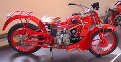 When this bike was build, in 1928, the Italian manufacturers, Moto Guzzi, rode it to the Artic Circle, 4000 miles (6400 km), to proof the machines durability.
