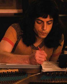 Rami Malek as Freddie Mercury in Bohemian Rhapsody. Rami Malek Freddie Mercury, Queen Freddie Mercury, Rami Malek Queen, Fred Mercury, Freddie Mecury, Michael Jackson, Queen Movie, Roger Taylor, Ben Hardy