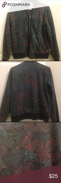 ❌giving away soon❌ Vans bomber jacket Vans cotton bomber jacket. Dark green and purple floral pattern. Size small. Worn a couple times so in good condition. Vans Jackets & Coats