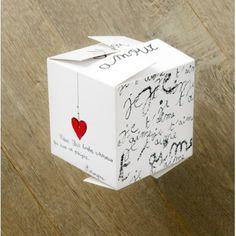 """Boîte cadeau """"Mon Amour"""" [Zoé de las cases] 9€ http://shop.lillibulle.com/2069-boite-cadeau-mon-amour-zoe-de-las-cases.html"""
