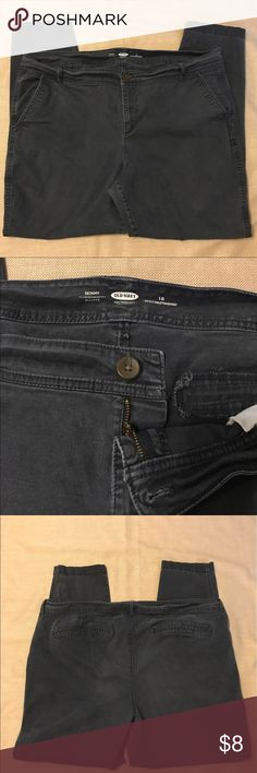 Old Navy Skinny Pants-Ladies 18 Regular 👖🌻 These Old Navy Skinny Pants-Ladies 18 Regular are in very good condition! Super comfy!👖🌻 Great for casual days or work!! Old Navy Pants Skinny