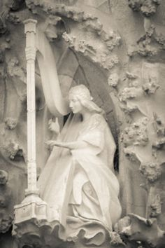 0rpheus:    A harp with no strings…  La Sagrada Familia, Nativity Façade.