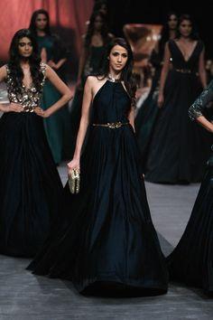 Manish Malhotra at Lakmé Fashion Week Winter/Festive 2015 Manish Malhotra Designs, Manish Malhotra Collection, Lakme Fashion Week, India Fashion, Asian Fashion, Fall Fashion, Lehenga Gown, Anarkali, Indian Dresses