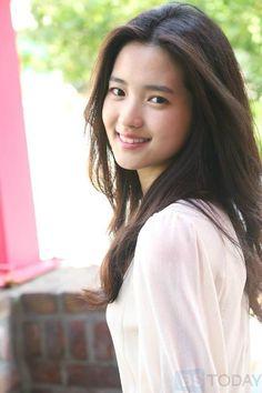 Beautiful Asian Women, Beautiful Celebrities, Prety Girl, Korean Actresses, Korean Celebrities, Bellisima, Medium Hair Styles, Pretty Woman, Korean Girl