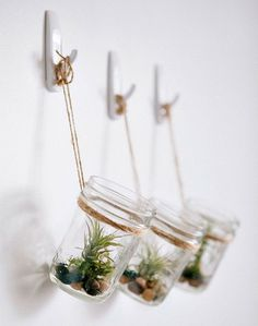 DIY Hanging Mason Jar Planter with Air Plants, tillandsia. Jar and river pebbles Cute idea, but with brass hooks Pot Mason Diy, Mason Jar Planter, Hanging Mason Jars, Mason Jar Crafts, Mason Jar Succulents, Mason Jar Herbs, Vertical Wall Planters, Diy Hanging Planter, Diy Planters