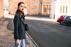 How to style mom jeans https://lartoffashion.com/how-to-style-mom-jeans/