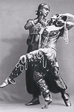 Vera Fokina and Mikhail Fokine of the Russian Imperial Ballet in 'Scheherazade.' Music by Rimsky-Korsakov, choreography by Mikhail Fokine, designs by Leon Bakst. 1910.