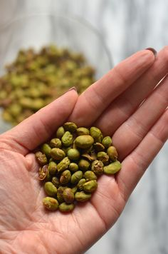 Let's talk about a healthy snack that is blowing my mind recently: CRISPY DRY ROASTED EDAMAME. Yes, edamame as a snack. Can you get into it? I know I can. I love edamame in any form – e…