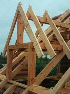 Design of the roof truss system: view . - - Even though historic with Small Log Cabin, Log Cabin Homes, Framing Construction, Wood Construction, Roof Truss Design, House Extension Design, Cool Tree Houses, Roof Trusses, A Frame House