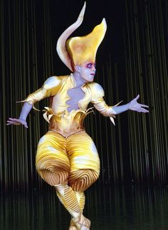 Cirque du Soleil, Varekei. Costume design Eiko Ishioka Day Of Dead, Dark Fantasy Art, Boris Vallejo, Royal Ballet, Clown Cirque, Moulin Rouge Dancers, Eiko Ishioka, Theatre Costumes, Circus Theme