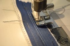 Hvordan du syer en usynlig lynlås Nail Clippers, Sewing Hacks, Sewing Tips, Quilt, Women's Fashion, Scrappy Quilts, Bra, Creative, Quilt Cover