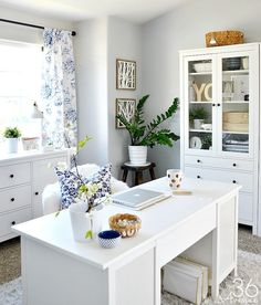 Home Office Decor - This room went from dining room to office. So pretty! - Home Office Decor – This room went from dining room to office. So pretty! Home Office Decor – This room went from dining room to office. So pretty! Guest Room Office, Home Office Space, Home Office Design, Home Office Decor, House Design, Office Designs, Office Table, Office Spaces, Interior Office
